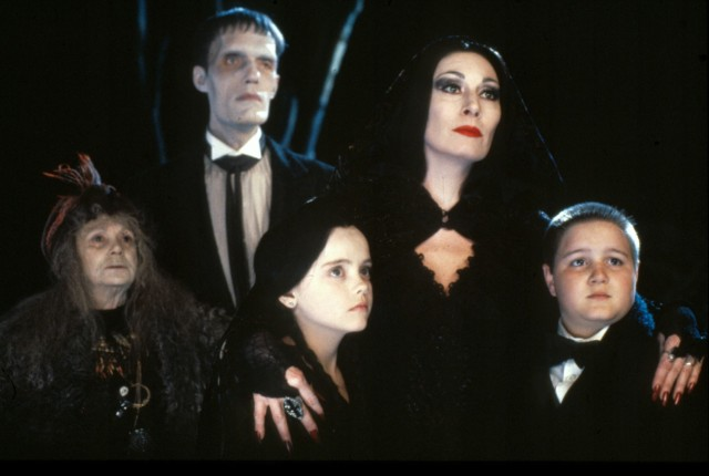 The-Addams-Family-anjelica-huston-33154085-1500-1010